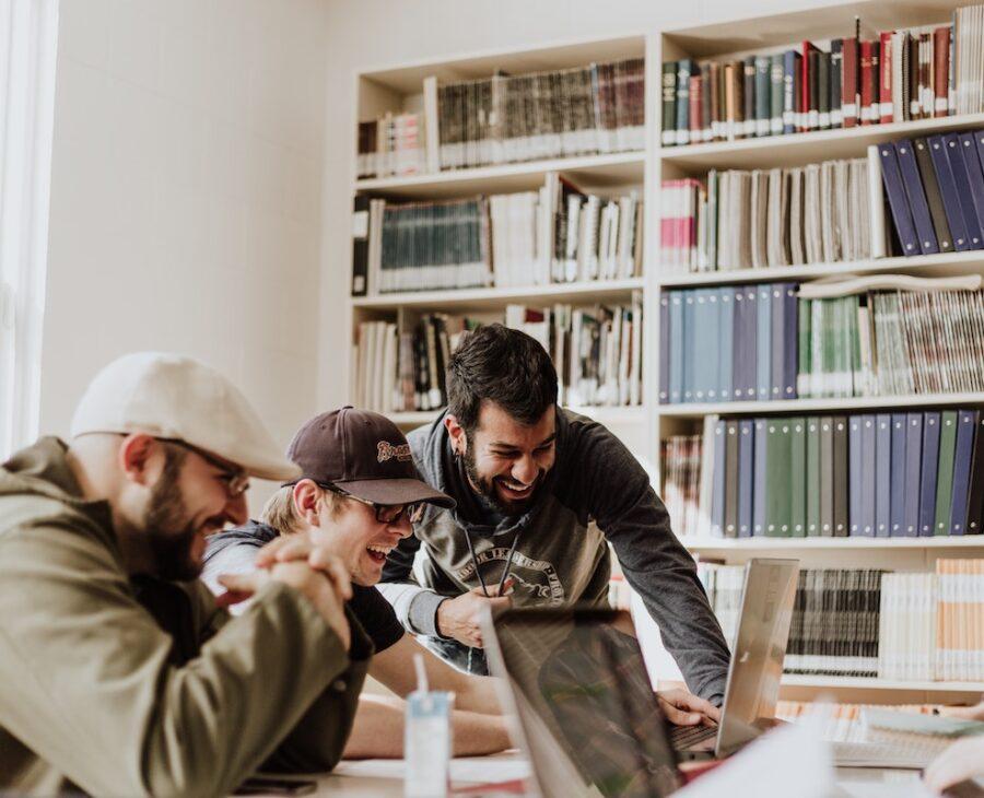 Unternehmen schenken Zeit für die Aus- und Weiterbildung